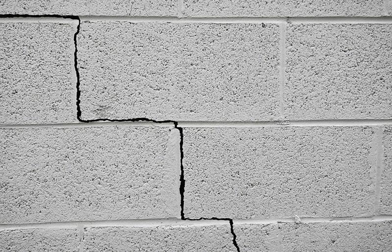 Không nên để tình trạng nứt tường, rạn gạch