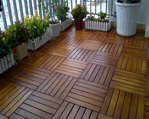 Ban công lát sàn gỗ