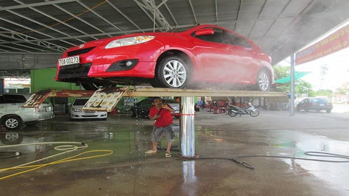 Để mở tiệm rửa xe ô tô bạn nên lựa chọn mặt bằng rộng, dễ di chuyển