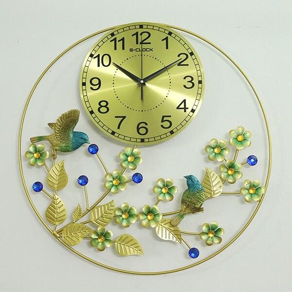 Có rất nhiều mẫu đồng hồ dùng để làm quà mừng tân gia